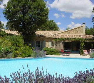 Maison-piscine-provence